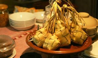 Kupat atau ketupat Oleh-oleh makanan khas kota Panawangan