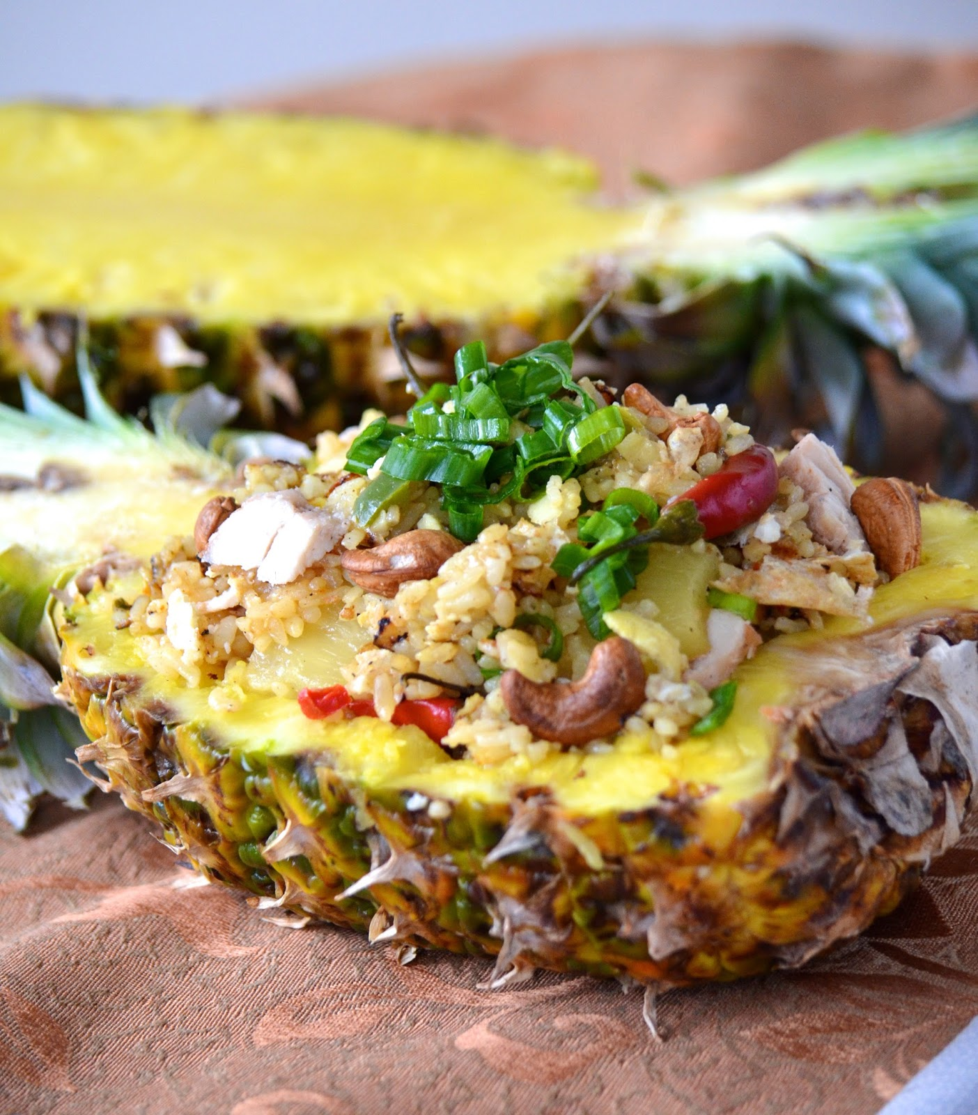 thai fried rice in pineapple