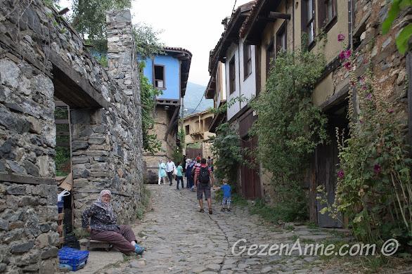 Cumalıkızık gezimiz, tarihi evler arasında, Bursa