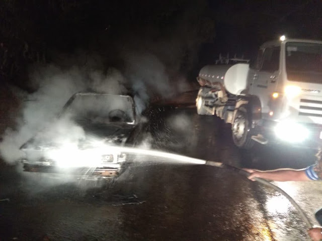 Carro é consumido por fogo em Brejetuba