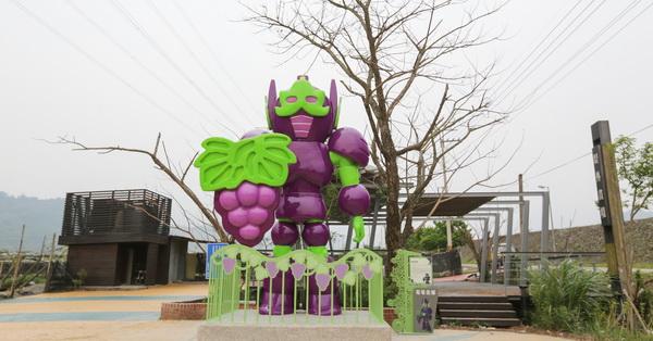 苗栗卓蘭|水果王國卓蘭,出現5米高的四大水果金剛,守護著四大水果產區