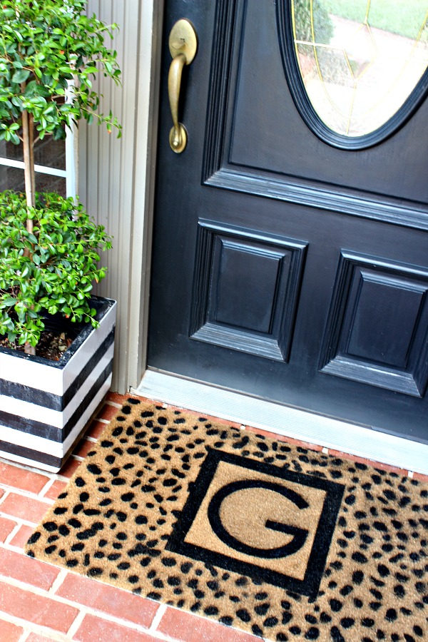 diy door mat, custom monogrammed door mat tutorial, cheetah spots stencil, front door makeover