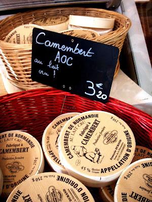 Confezione di formaggi Camembert dalla Normandia