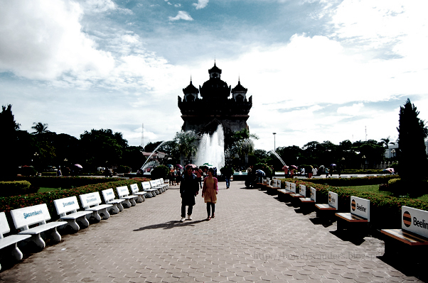 bowdywanders.com Singapore Travel Blog Philippines Photo :: Laos :: Patuxai Victory Monument in Vientiane City