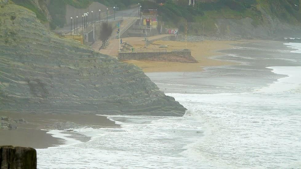 playa de atxabiribil invierno
