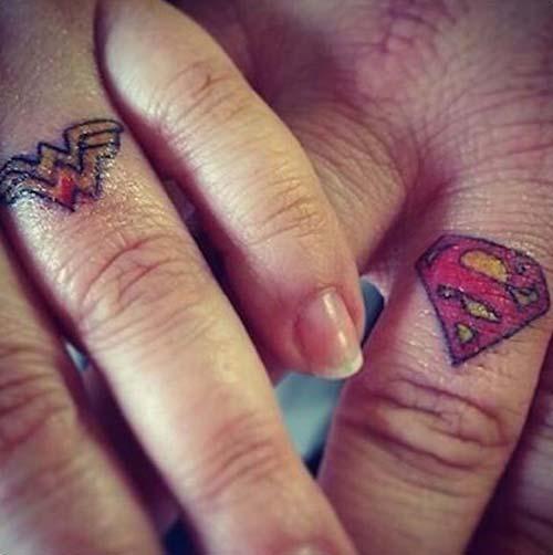 super heros wedding ring tattoo süperkahraman yüzük parmağı dövmesi