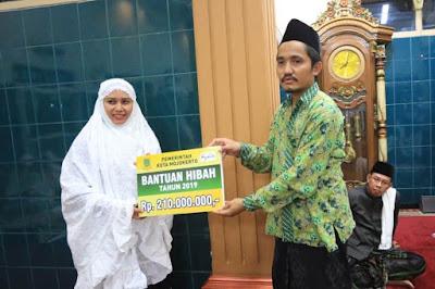 Walikota Serahkan Dana Hibah Rp 210 untuk Masjid Al Hasyimi Kedundung