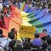 Colorida marcha LGBT festeja en México matrimonio gay y familias diversas