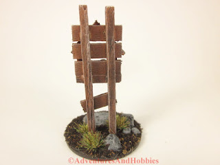 Miniature wooden roadside shrine T1532 in 25-28mm scale - rear view.