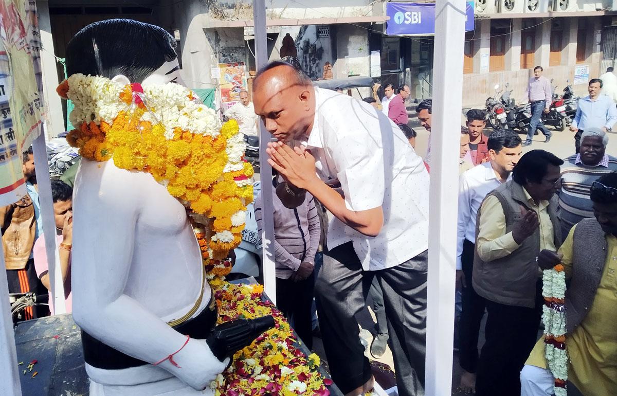 Jhabua Samachar- Azad Jayanti- आजाद की पूण्यतिथि पर माल्यार्पण कर किया स्मरण
