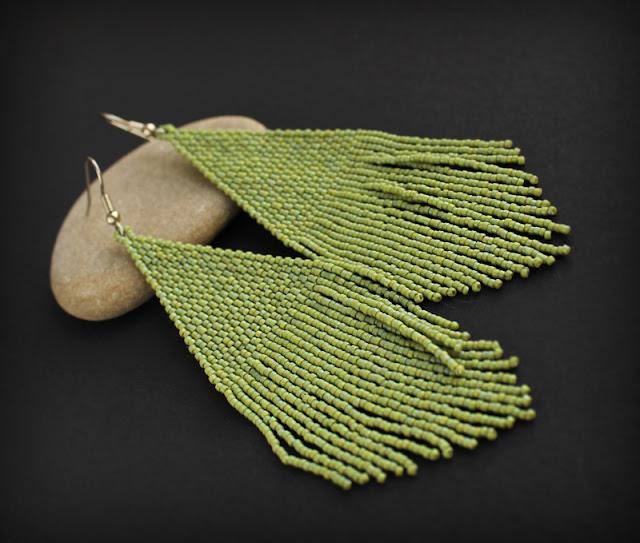 купить Крупные зеленые серьги ручной работы в стиле бохо. Длинные серьги из бисера