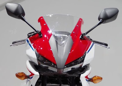 All New 2016 Honda CBR150R Facelift front headlight look pose