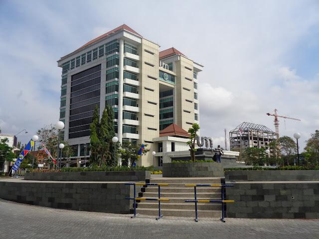 Gedung Rektorat UM Jl. Semarang