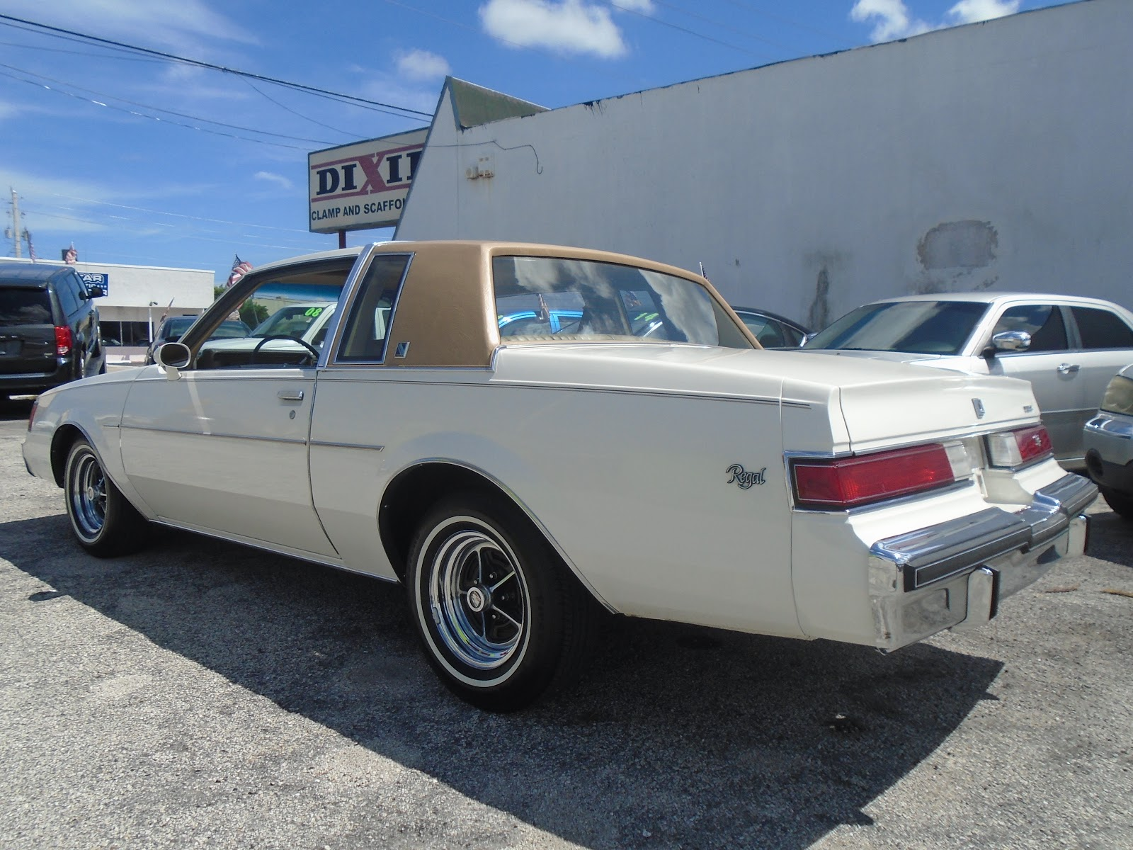 BUY-HERE-PAY-HERE, GUARANTEED AUTO LOAN APPROVAL, FL. 4399 N. Dixie