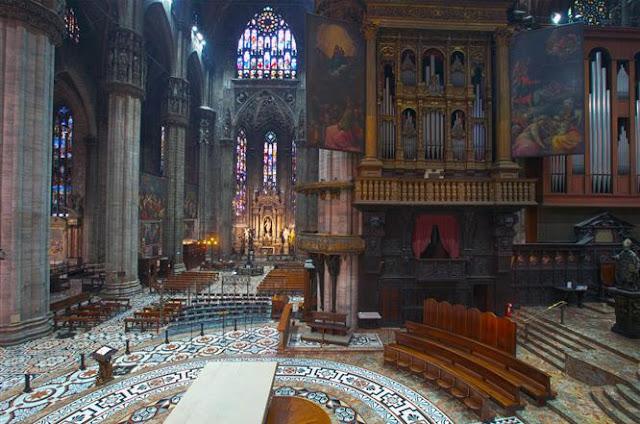 Área interna do Duomo de Milão