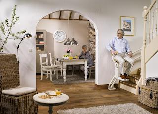 Krzesełko schodowe krzywoliniowe Otolift TWO kosztuje około 25 tys zł