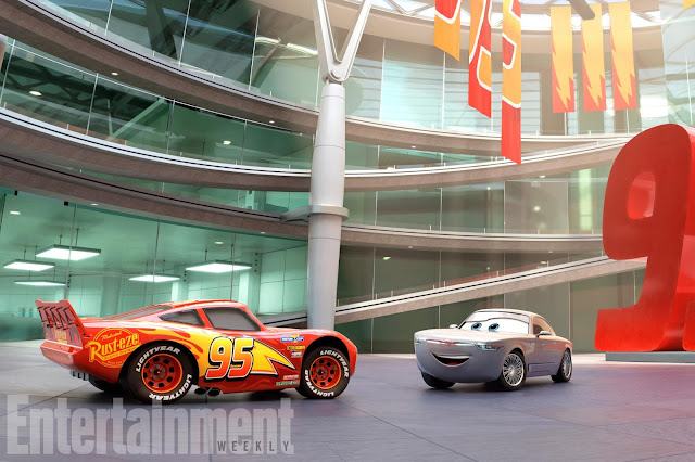 Cars 3 Rust Eze racing Center with Lightning McQueen and Sterling
