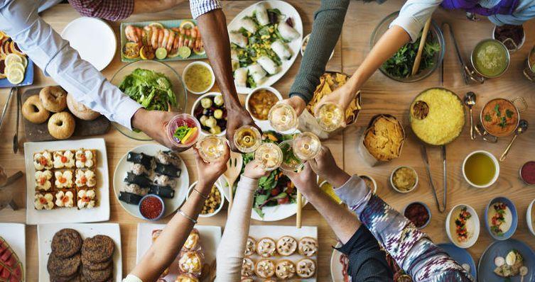 Arti Mimpi Makan Bersama