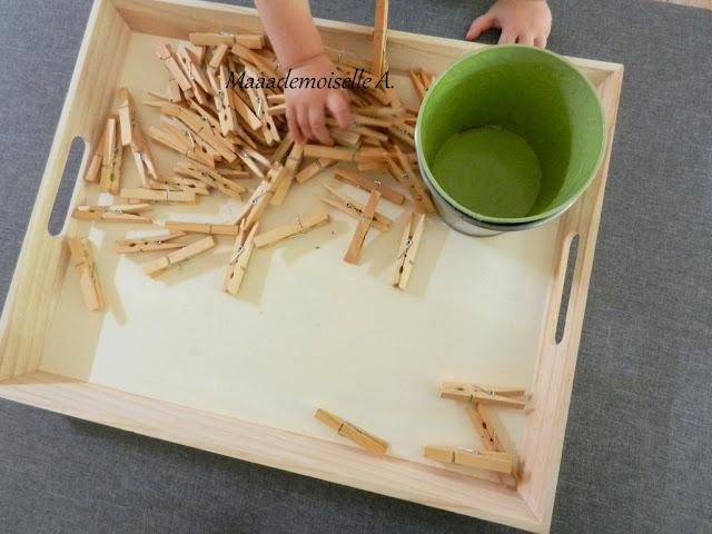 || Plateau sensoriel : Pots et pinces à linge