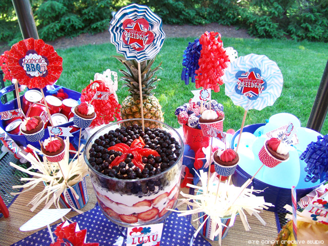 4th of july table ideas, patriotic table, bbq, fruit trifle, dessert for the 4th