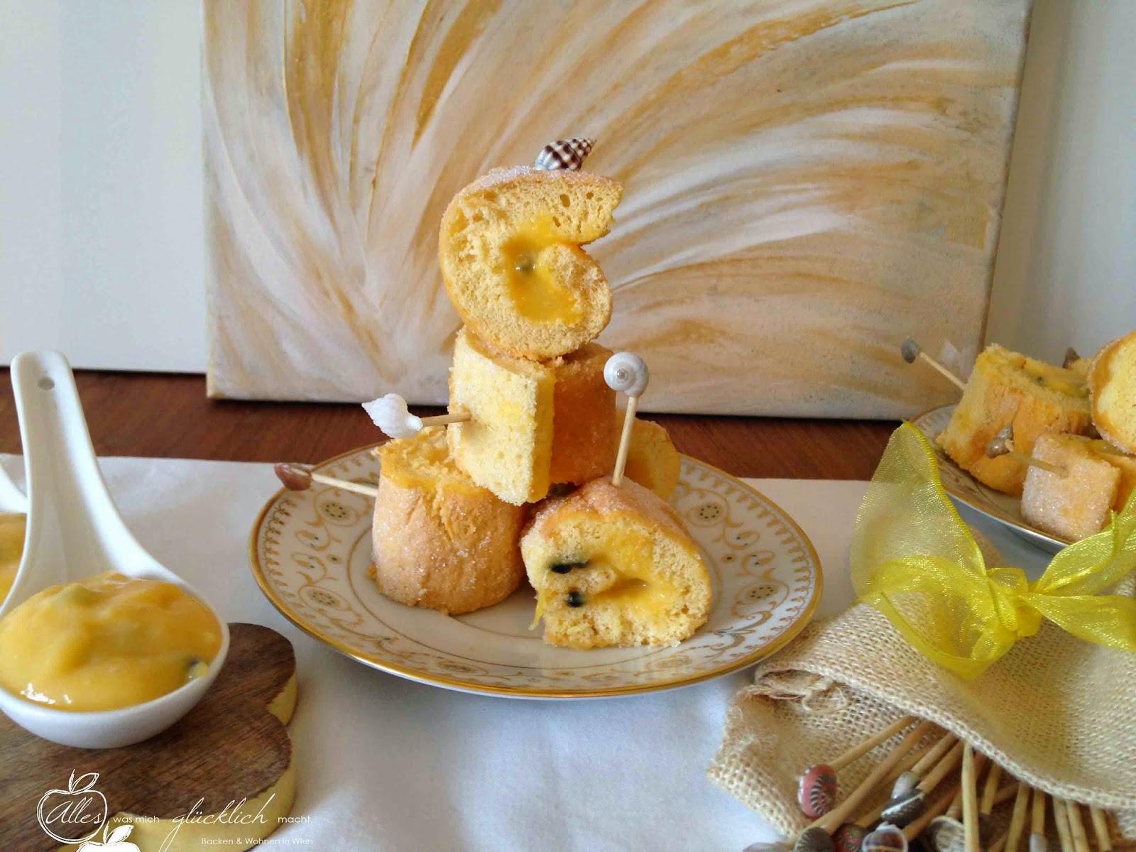 Mini Biskuit Röllchen mit Zitronen-Passionsfruchtcremefüllung