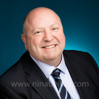 sydney headshot corporate photographer chatswood studio, business portrait