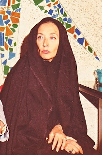 Fellaci in the chador she was told to wear to interview Ayatollah Khomeini