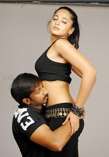 Anushka hot navel kiss images