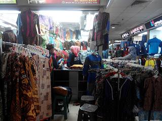 Bisnis Batik pun di sini ada di Blok B Tanah Abang (dokumen pribadi)
