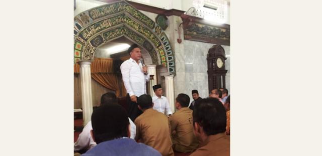 Edy Imbau ASN Tinggalkan Pekerjaan 5 Menit sebelum Adzan dan Salat Jamaah di Masjid Agung