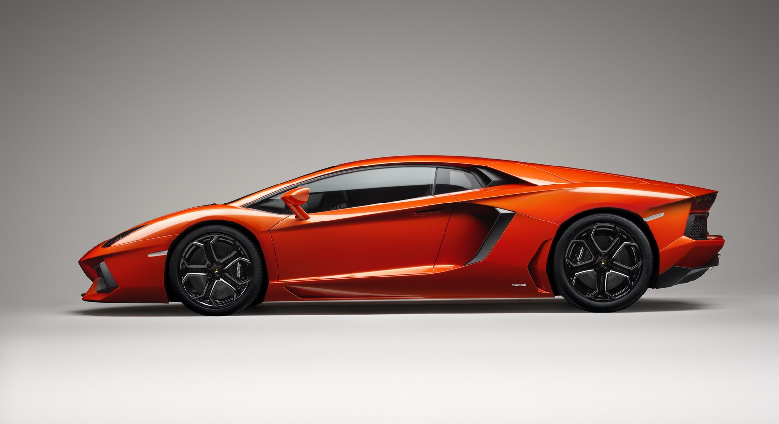 Gambar Mobil Lamborghini Dari Samping Mobil Terbaruku