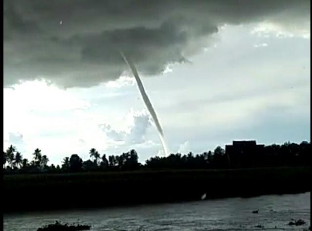 Pusaran Angin Puting Beliung Terlihat di Langit Kabupaten Wajo