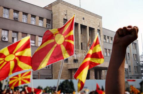 Μόσχα: ΝΑΤΟ και ΕΕ προωθούν την «αλβανική πλατφόρμα» στα Σκόπια
