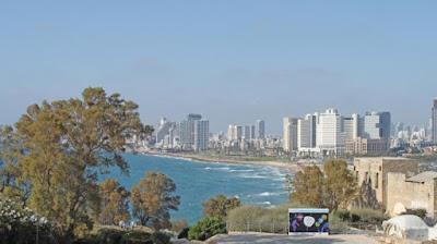 Es verano y el sol oriental tiñe la piel de cientas de personas de un dorado áureo. El clima caluroso de Israel combinado con la brisa marina, que llega desde la costa del Mar Mediterráneo, convierte a este país en un destino de playa y turismo de alto nivel que se debe visitar al menos una vez en la vida.