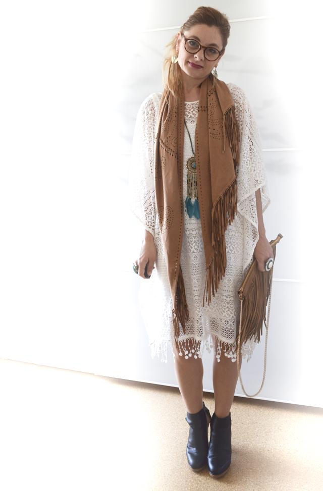 f753b8b44c5e0e Poncho-Kleid aus Spitze im Festivallook - Outfit | die EDELFABRIK | der Ü40  Blog für Mode, Beauty, Reise und Lifestyle für Frauen ab 30 und ab 40