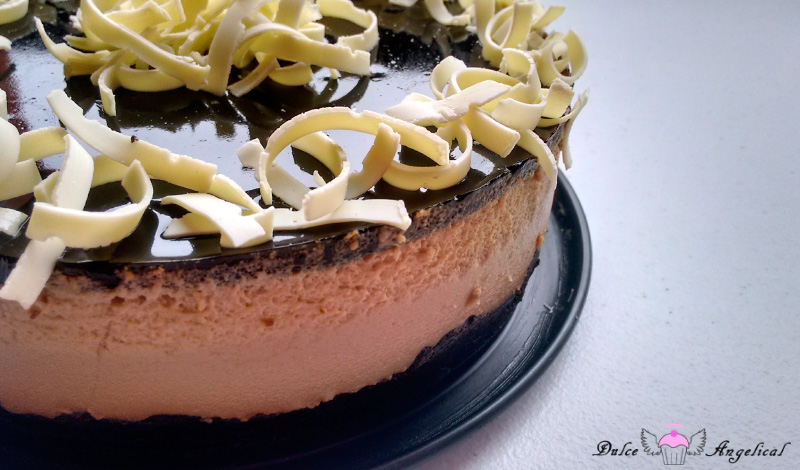 Deliciosa tarta de café y chocolate blanco