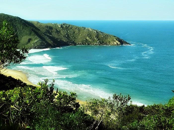 Vista da Praia de Lagoinha do Leste a partir da Trilha de Pântano do Sul, em Florianópolis