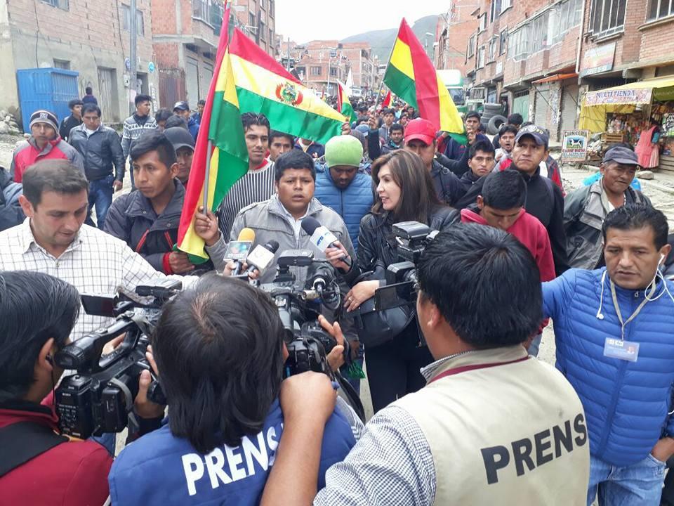 Gutiérrez en declaraciones a los medios  bajo un fuerte resguardo de sus afiliados / RRSS