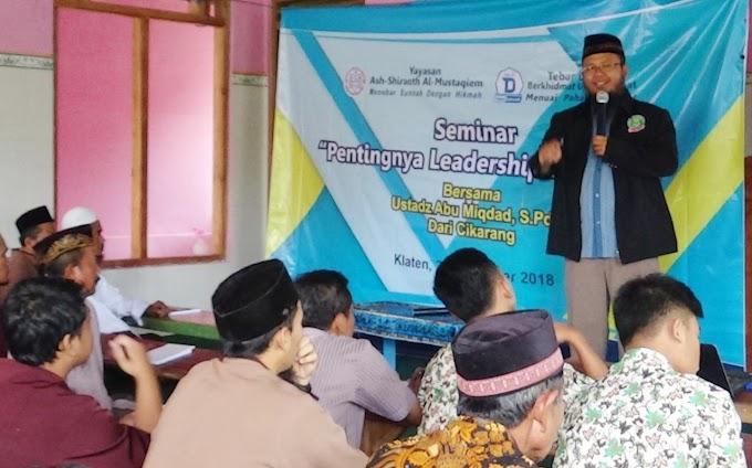 "SEMINAR ""Pentingnya Leadership Bagi Da'i"""
