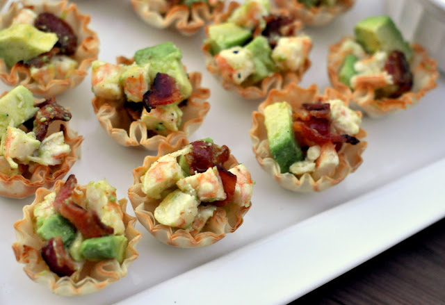 Roasted-Shrimp-Cocktail-Bites-with-Avocado-and-Bacon-tasteasyougo.com