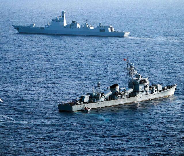 Navios de guerra chineses em exercícios na área das ilhas disputadas.