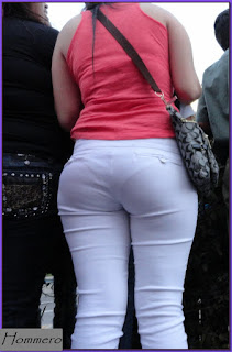 mujer nalgona marcando pantaletas