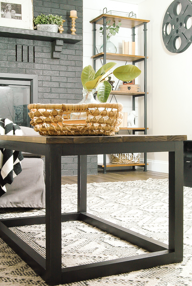DIY industrial coffee table, kreg jig, diy coffee table