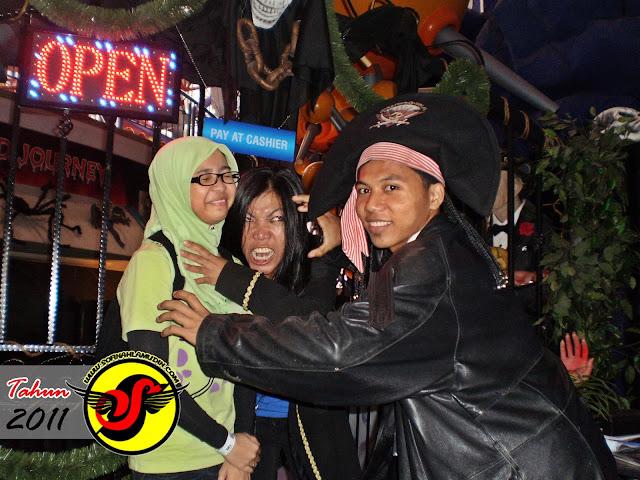 1 Foto 1 Cerita : Dari Shah Alam Sekyen 7 Hingga Berjumpa dengan Hantu Berjaya Times Square, Kuala Lumpur - Sofinah Lamudin