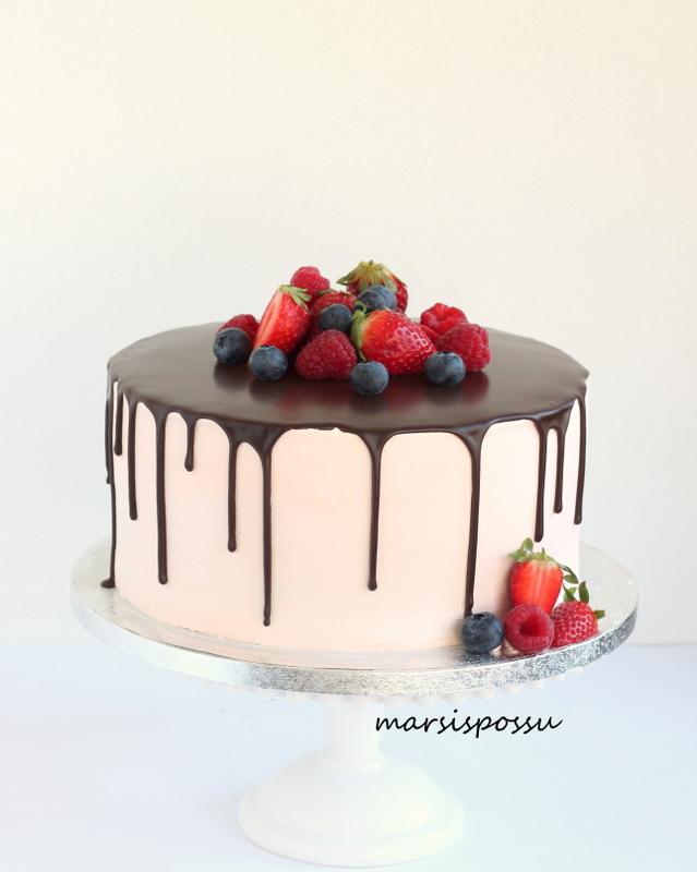Suklaa-marjakakku