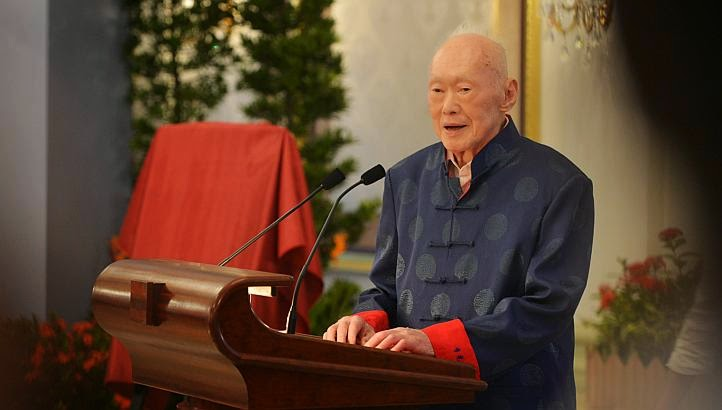 Lee Kuan Yew morre aos 91 anos