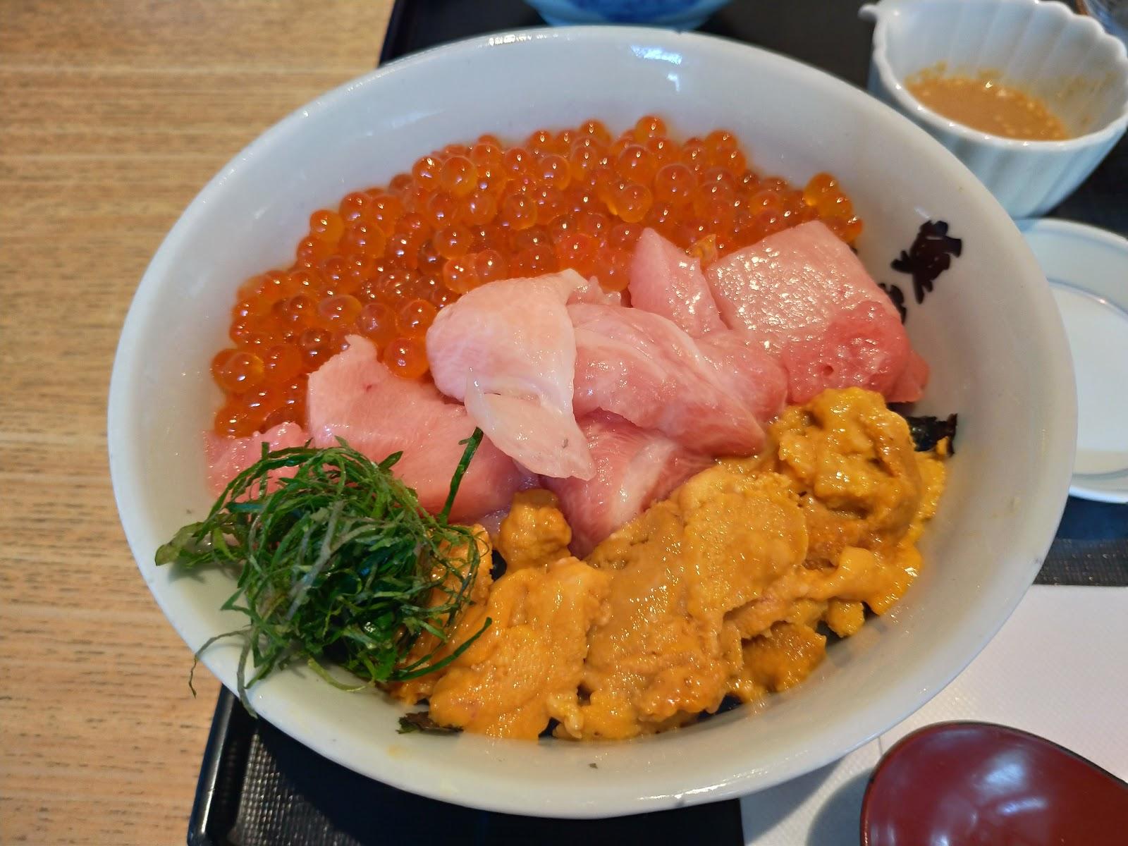 魚忠丼【福岡グルメ】福岡市今泉 魚忠でうに、いくら、まぐろの魚忠丼ランチがおすすめです!