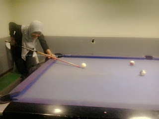 Belajar main billiard