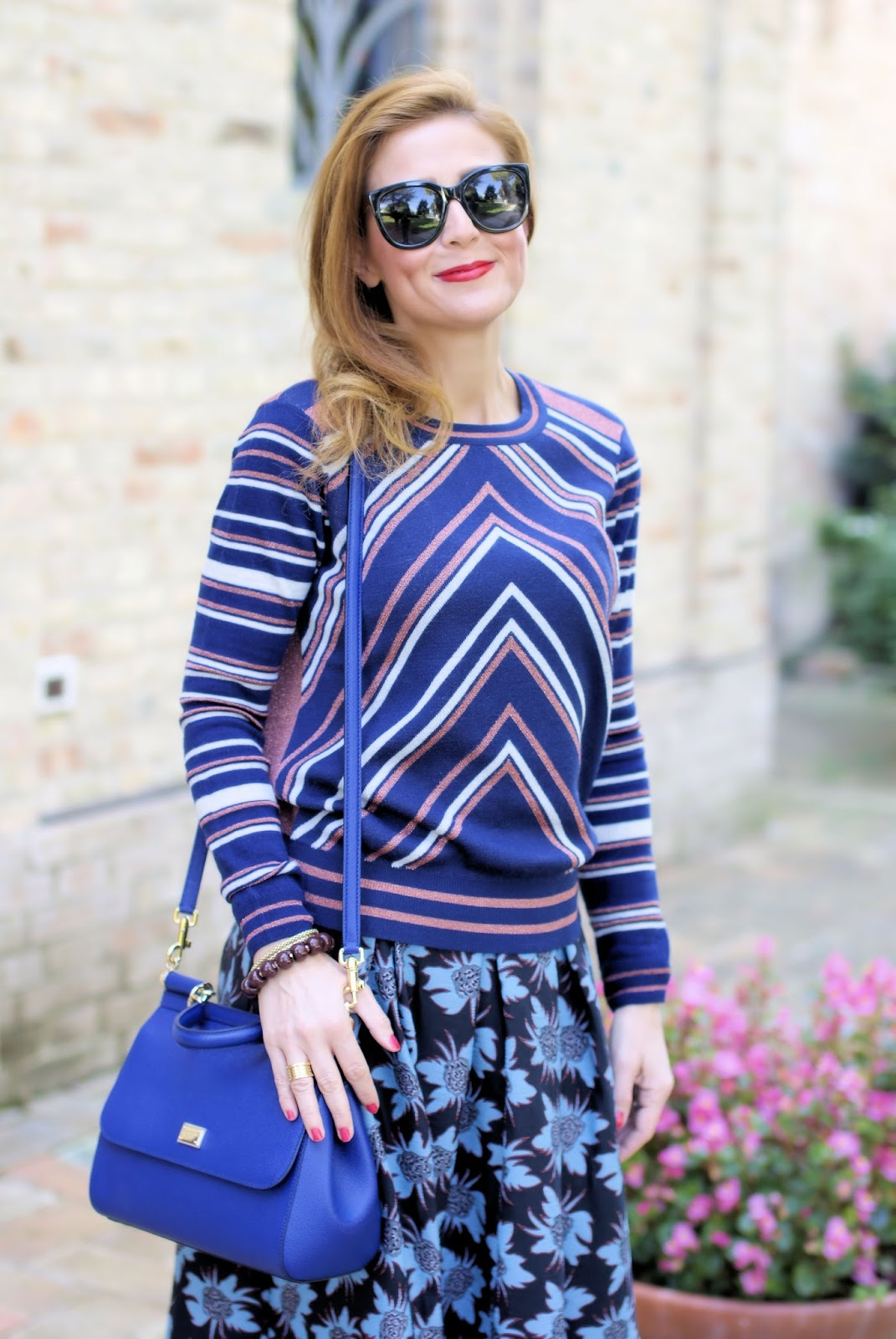 chevron sweater and dolce & gabbana bag on Fashion and Cookies fashion blog