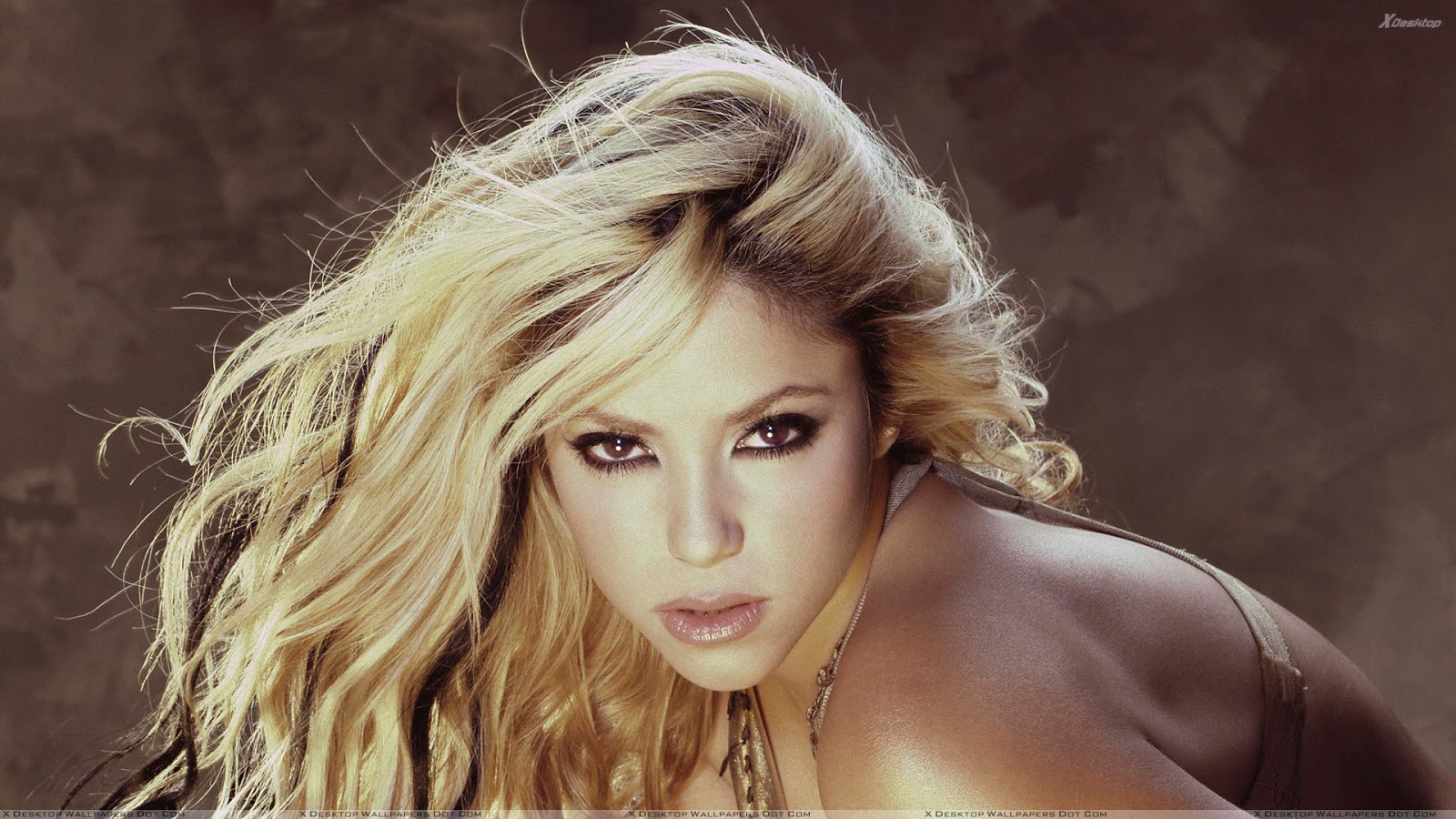 Kissing Girl And Boy Wallpaper Shakira Shakira Photoshoot 2012